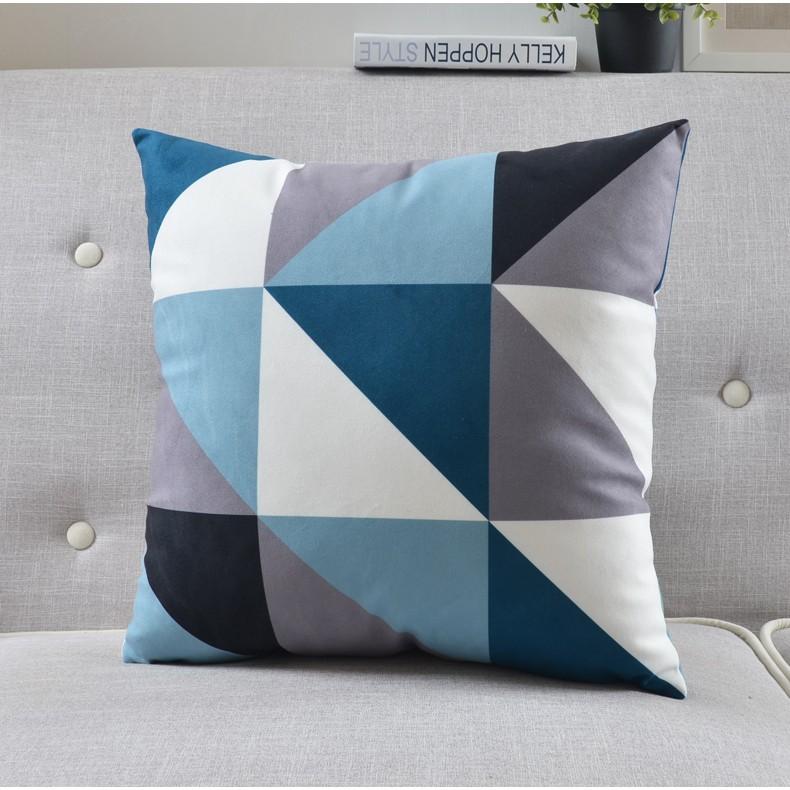 """<img src=""""poduszka dekoracyjna.jpg"""" alt=""""poduszka dekoracyjna niebieska trójkąty""""/>"""
