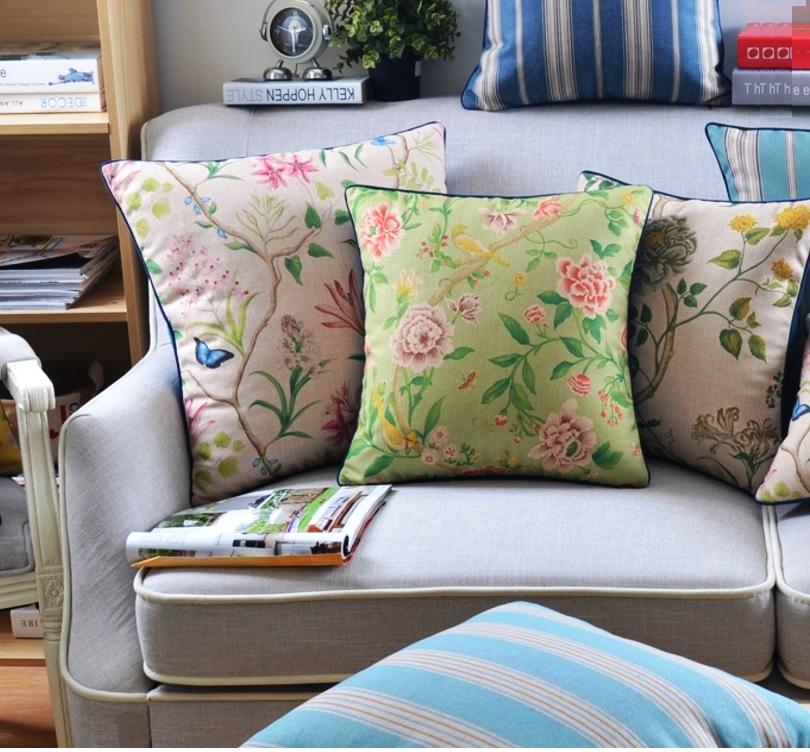 """<img src=""""poduszki dekoracyjne.jpg"""" alt=""""poduszki dekoracyjne motywy kwiatowe zielone""""/>"""
