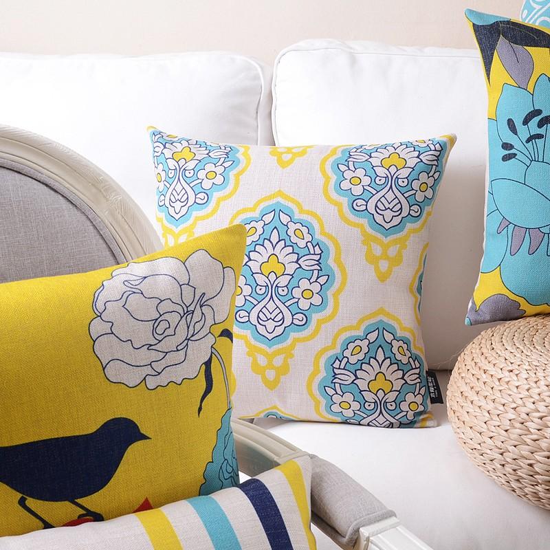 """<img src=""""poduszki dekoracyjne.jpg"""" alt=""""poduszki dekoracyjne żółte turkusowe""""/>"""