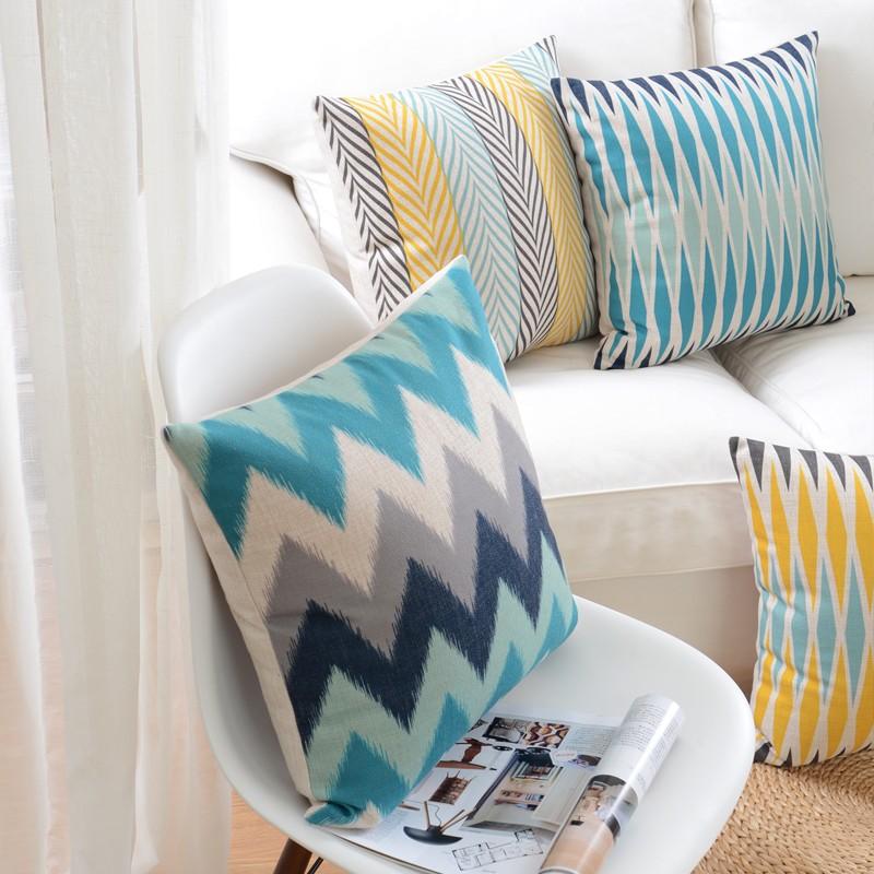 """<img src=""""poduszki-dekoracyjne-ozdobne-na-kanapę-allegro.jpg"""" alt=""""poduszki dekoracyjne zygzak kolor morski """"/>"""