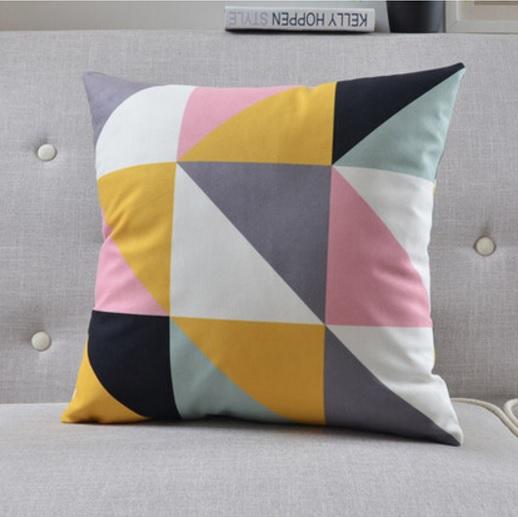 """<img src=""""poduszki dekoracyjne.jpg"""" alt=""""poduszki dekoracyjne geometryczne trójkąty skandynawskie """"/>"""