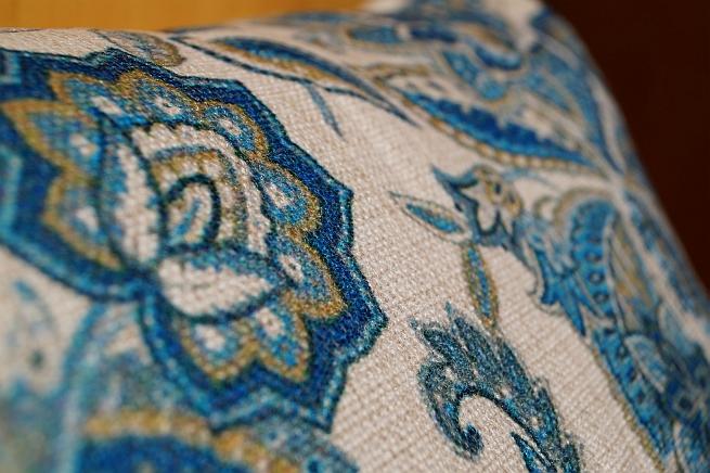 """<img src=""""poduszki dekoracyjne.jpg"""" alt=""""poduszki dekoracyjne niebieskie""""/>"""