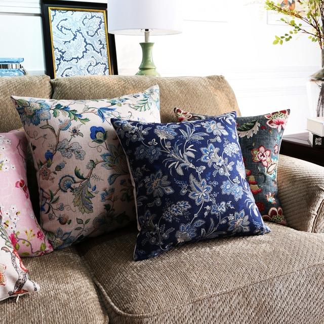 """<img src=""""poduszki dekoracyjne.jpg"""" alt=""""poduszki dekoracyjne kwiaty granatowe""""/>"""