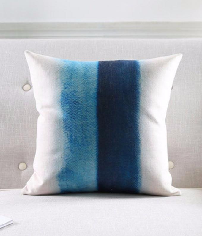 """<img src=""""poduszka_loftowy_styl_dekoracyjna_nowoczesny_wzor.jpg"""" alt=""""poduszka dekoracyjna niebieska"""