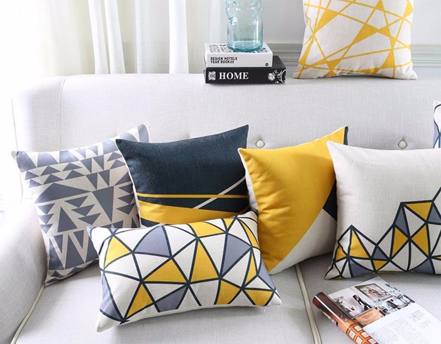 """<img src=""""poduszki-modne-na-kanape-ozdobne-zolte-szare-nowoczesne-wzory-allegro.jpg"""" alt=""""poduszki dekoracyjne nowoczesne geometryczne wzory żółte czarne""""/>"""