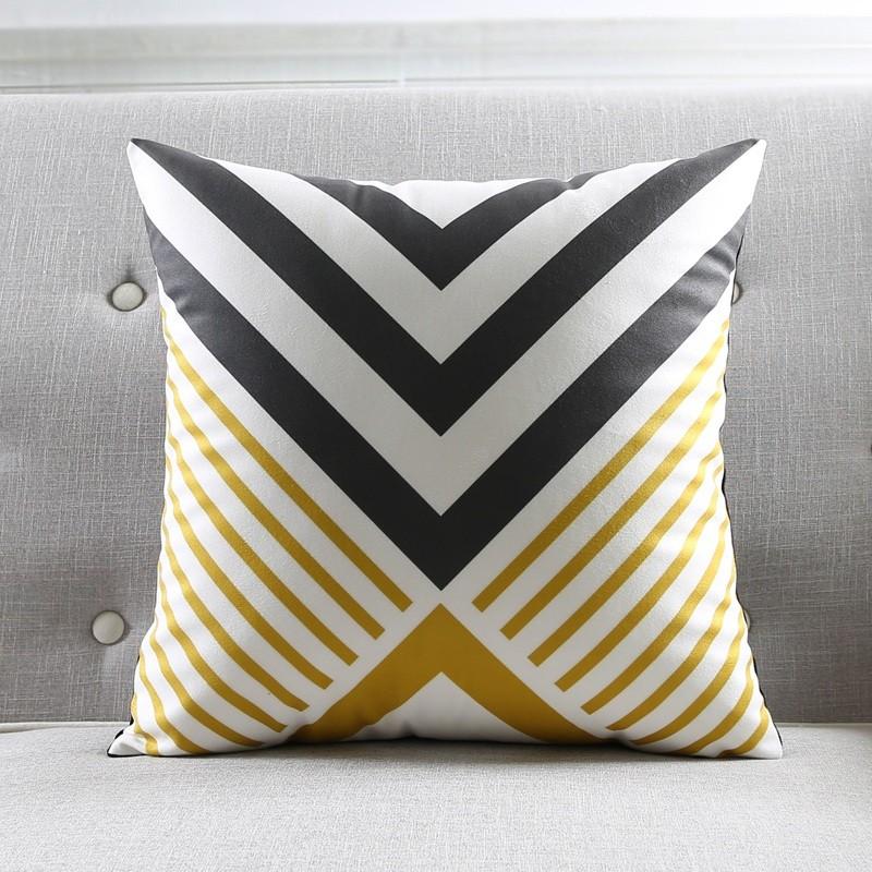"""<img src=""""poduszki dekoracyjne.jpg"""" alt=""""poduszka dekoracyjna wzór geometryczny musztardowa""""/>"""