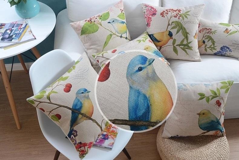 """<img src=""""poduszki-dekoracyjne-allegro-ptaszek.jpg"""" alt=""""poduszka ozdobna w stylu retro z ptakiem""""/>"""