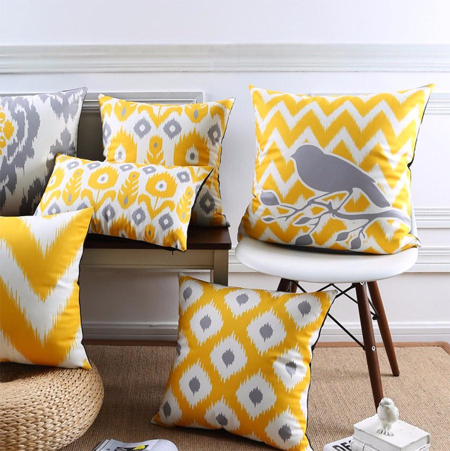 """<img src=""""poduszki dekoracyjne.jpg"""" alt=""""poduszki dekoracyjne żółte ptak""""/>"""